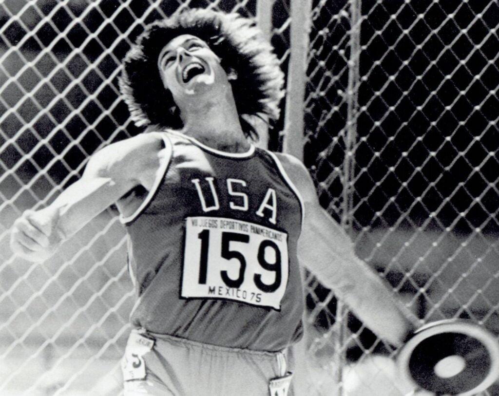 Bruce Jenner med diskos fra Pan Am Games